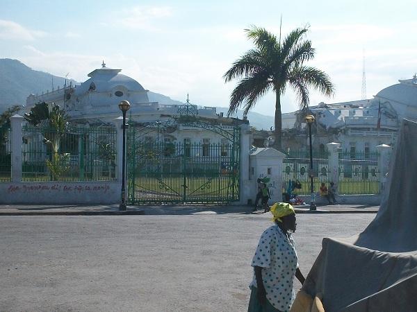 palais présidentiel abimé